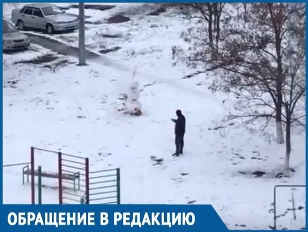 Волгодонец упорно пытался «разорвать» снеговика петардой