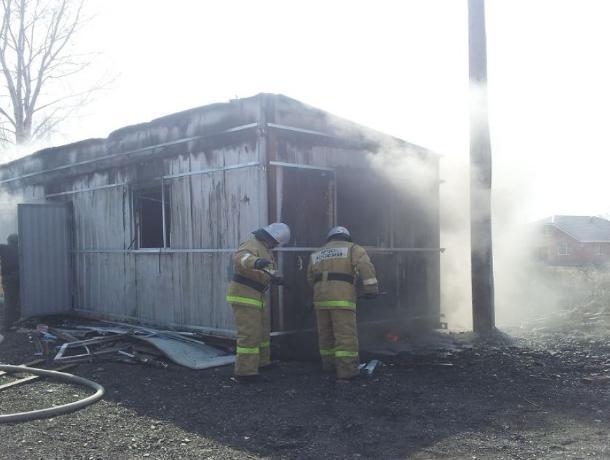 Строительный вагончик сгорел на «Малой Морской» в Волгодонске