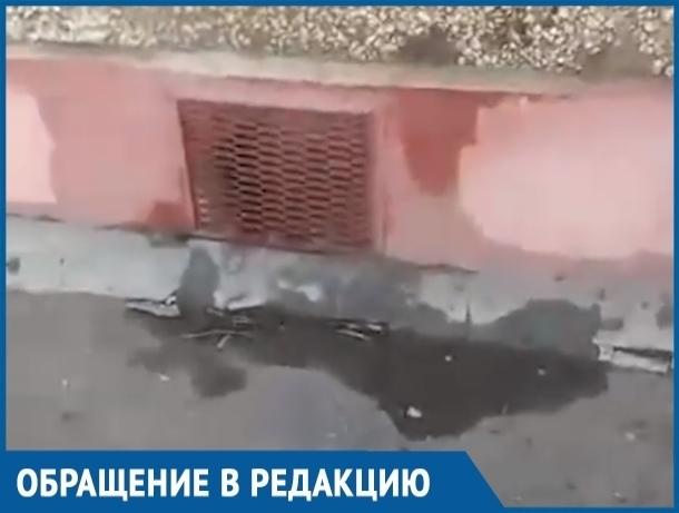 В «теплые» превратились полы в квартире волгодончанки из-за валящего из подвала пара