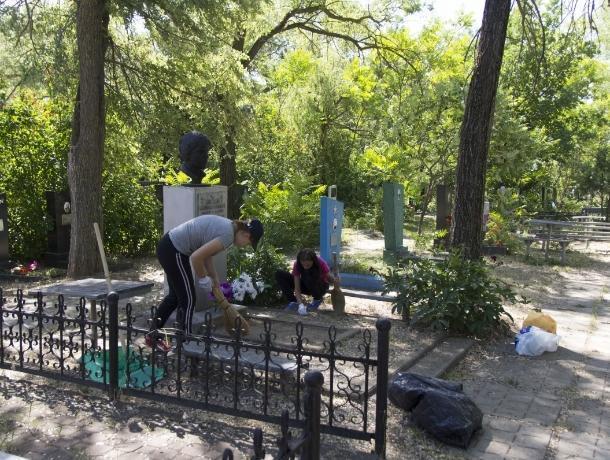 Волонтеры Волгодонска привели в порядок могилы воинов-афганцев