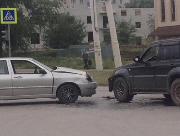 Встреча у налоговой: на перекрестке улиц Энтузиастов и Ленинградской произошла авария