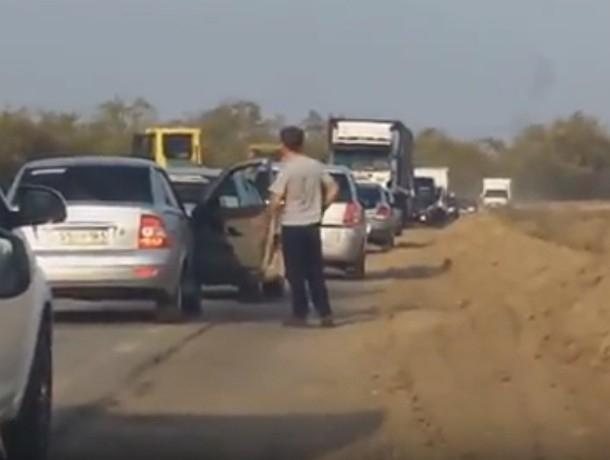 Из-за упрямых водителей на трассе Ростов-Волгодонска образовалась пробка