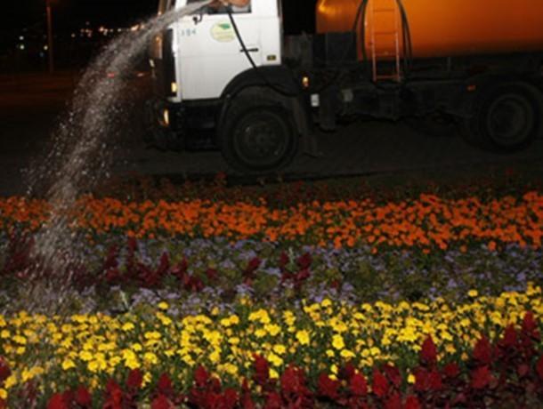 Поливающие газоны в час-пик машины создают заторы на центральных дорогах Волгодонска