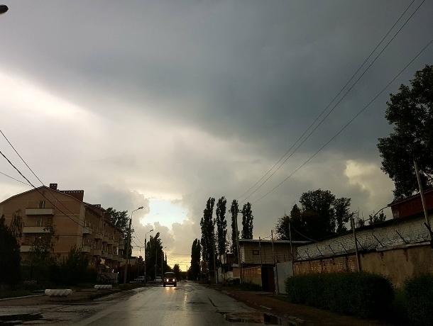 Шквалистый ветер, гроза и ливень с градом: в Ростовской области объявлено штормовое предупреждение