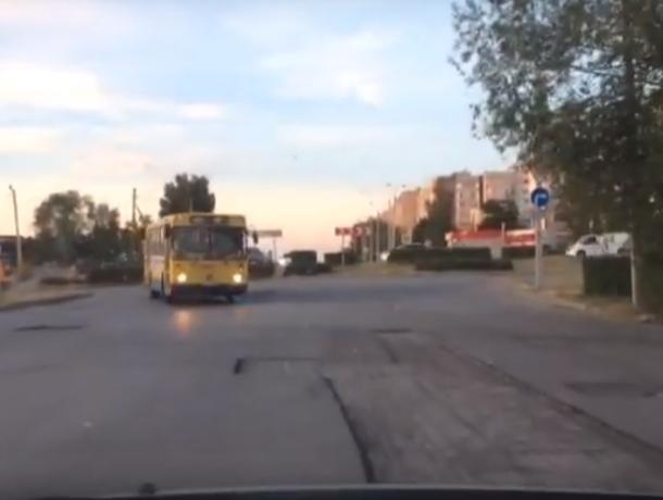 В Волгодонске «облагородили» ямы по улице Маршала Кошевого