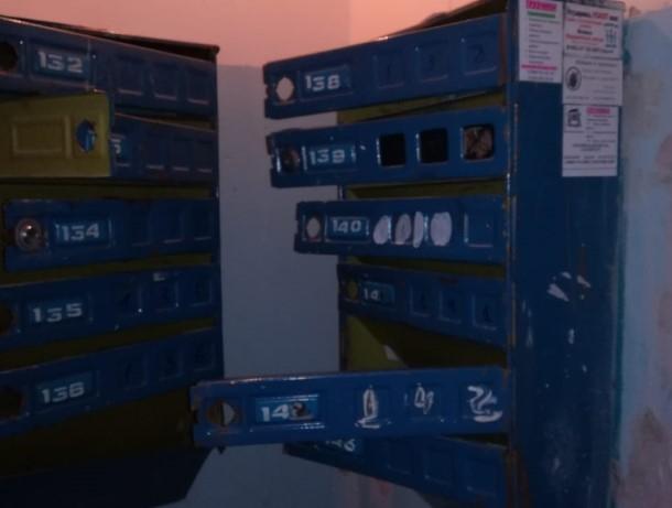 После публикации о страшном доме на 30 лет Победы у жителей МКД вырвали двери на почтовых ящиках