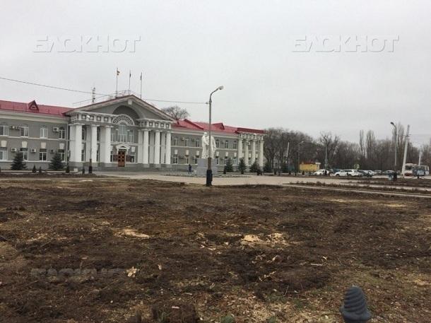 Когда зазеленеет сквер на площади Ленина: в Волгодонске не могут найти деньги на благоустройство вырубленного сквера