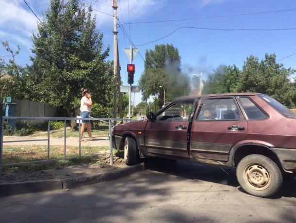 «Озаборен» весь город: Жители Волгодонска жалуются на неуместное турникетное ограждение