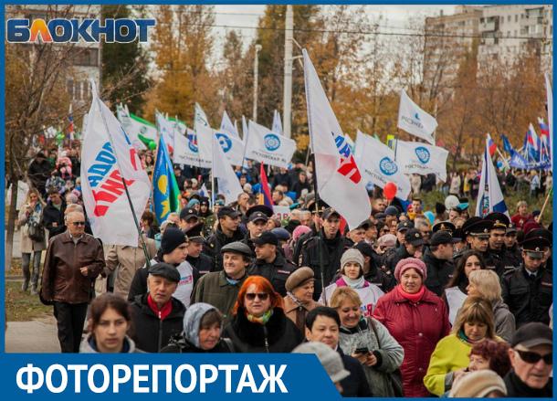 Около тысячи волгодонцев приняли участие в шествии за единство России