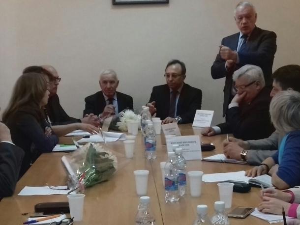 С представителями медицины тет-а-тет поговорили активисты совета ветеранов в Волгодонске