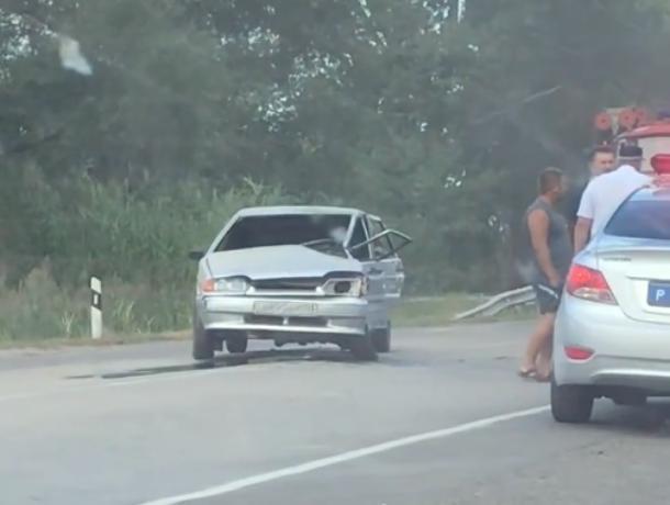 У ВАЗ-2115 выбило лобовое стекло после столкновения с Хондой