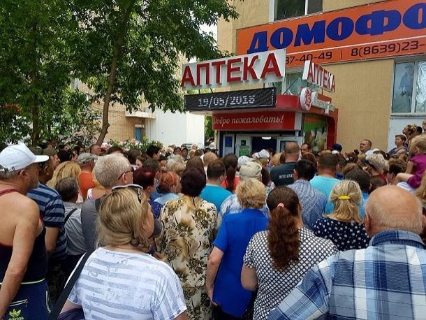 100 000 рублей и 100 подарков подарила сеть аптек «Степная роза» своим клиентам