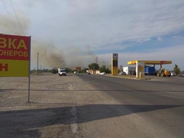 В Волгодонске на Малой Морской вновь загорелась сухая трава