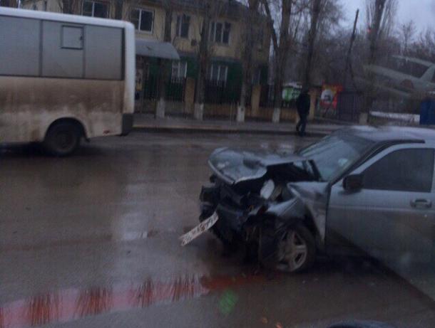 Пьяный водитель «Лады приоры» спровоцировал лобовое столкновение с «Тойотой»