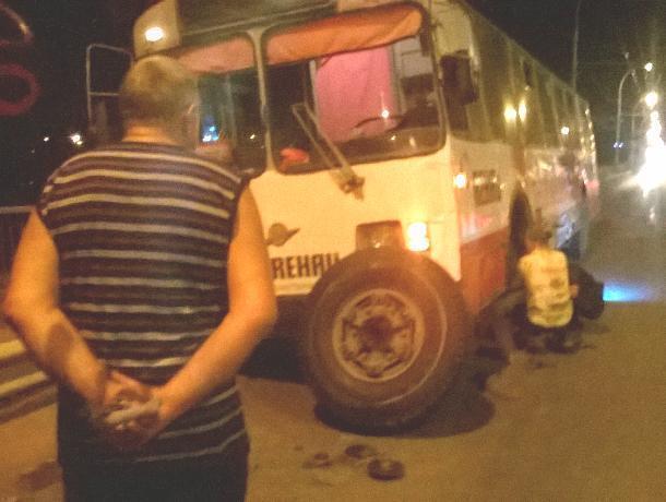 Троллейбусу оторвало колесо в ДТП с участием внедорожника на путепроводе Волгодонска