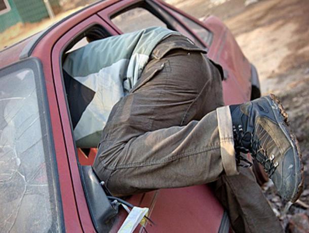 Молодой цимлянин угнал «шестёрку» пока его друг-водитель отоваривался в магазине