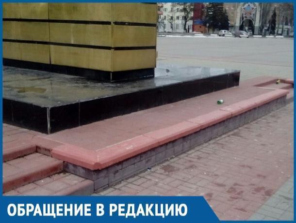 Вот так люди помнят великий подвиг наших предков, - волгодонцы о состоянии площади Победы
