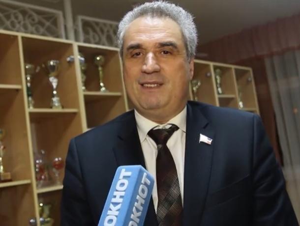 Депутат Заксобрания Виктор Халын поздравил волгодонцев с наступающим Новым годом