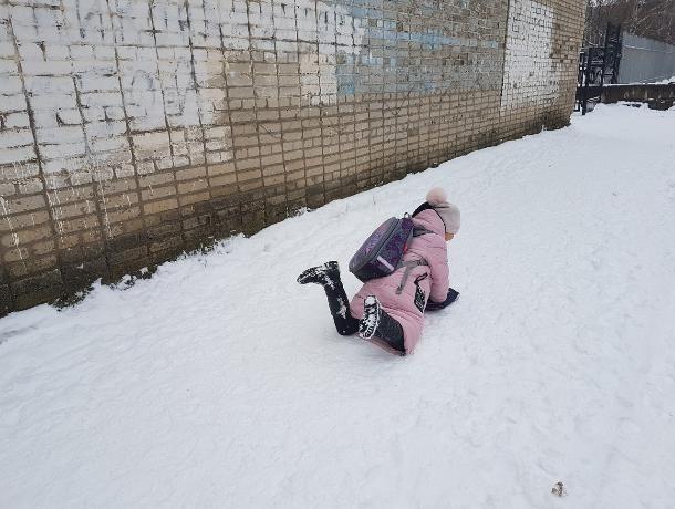 Отказаться от каблуков и приобрести ледоступы посоветовали волгодонцам травматологи
