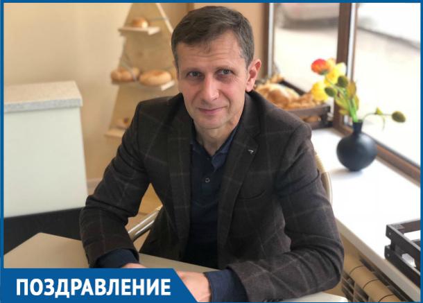 Депутат Сергей Ольховский принимает поздравления в День рождения