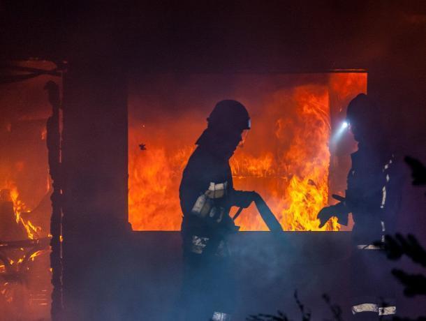 Возгорание одного из торговых ларьков произошло в Волгодонске