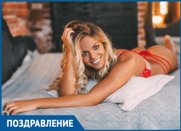 Самая сексуальная пловчиха мира Юлия Ефимова отмечает день рождения