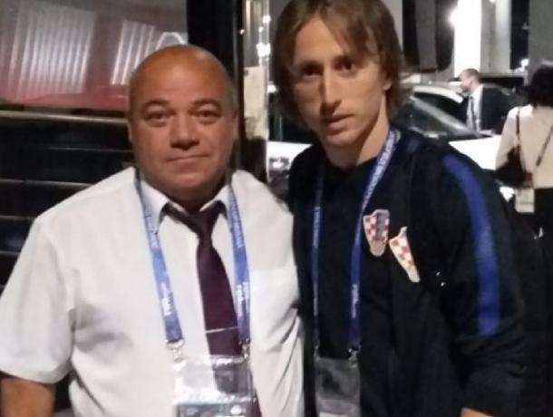 Водитель из Волгодонска сделал больше всех селфи с участниками чемпионата мира по футболу