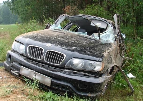 ВРостовской области «BMW Х5» вылетел вкювет иперевернулся, умер человек