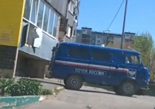 Швырявшего посылки волгодонцев водителя «Почты России» уволили
