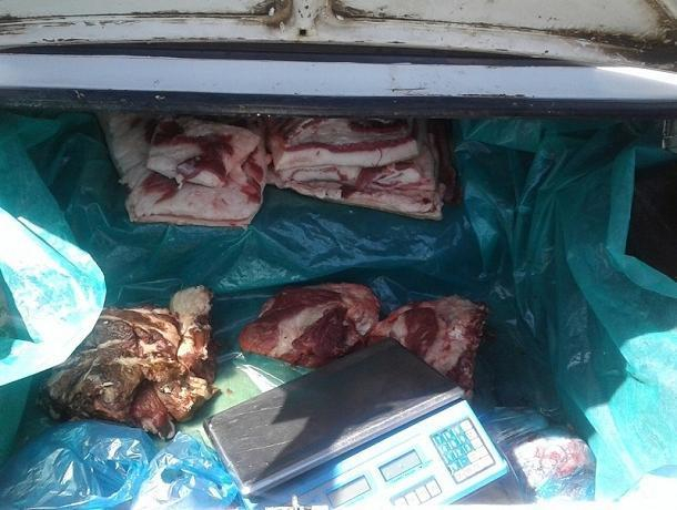 Опасное мясо свинины продавали из багажника на стихийном рынке Волгодонска
