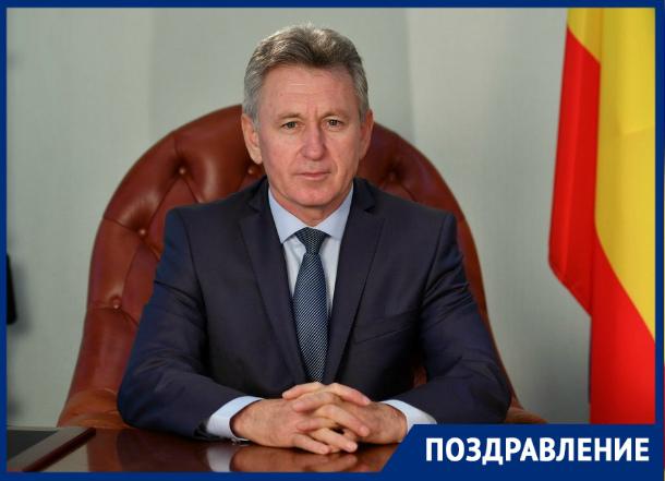 Здоровья и счастья пожелал волгодонцам в День России Виктор Мельников