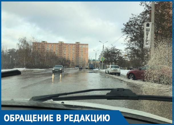 Из-за дождя и таяния снега дороги в Волгодонске превратились в реки