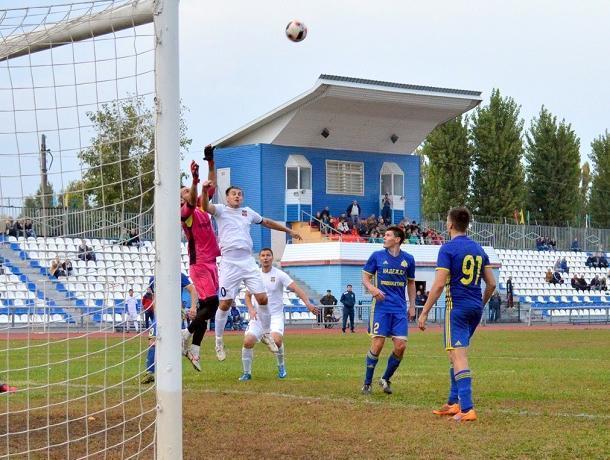 На протяжении всей игры последнего домашнего матча ФК «Волгодонска» зрители находились в напряжении