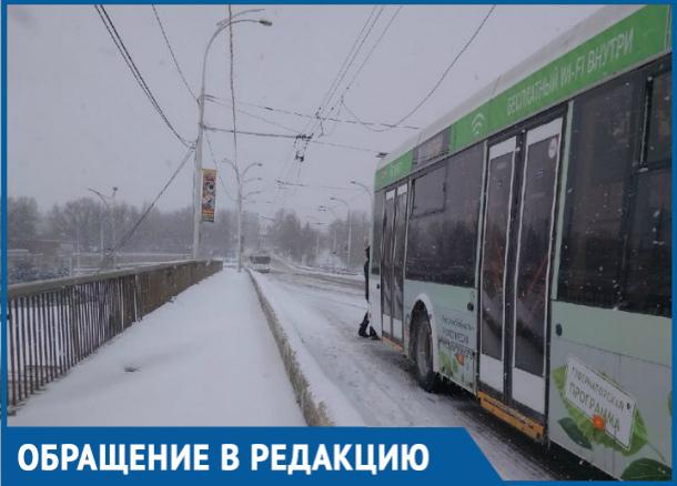 После часа ожидания на морозе волгодонцы были вынуждены пешком идти в «новый» город