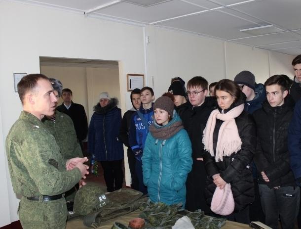 Учеников казачьих волгодонских школ сводили на экскурсию в войсковую часть