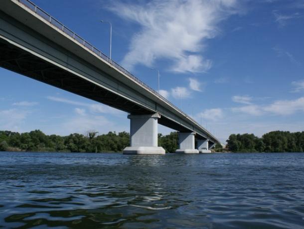 Труп прыгнувшего с моста мужчины извлекли со дна Дона волгодонские водолазы