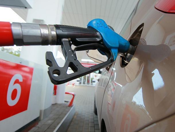 Средняя стоимость бензина АИ-95 на волгодонских заправках не опускается ниже 45 рублей