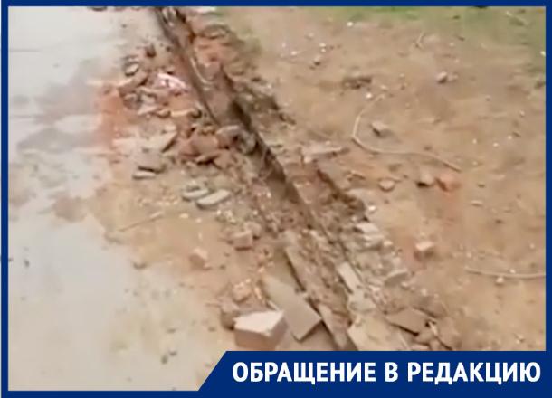 Тротуар вокруг «Дубравушки» рассыпался в «труху»
