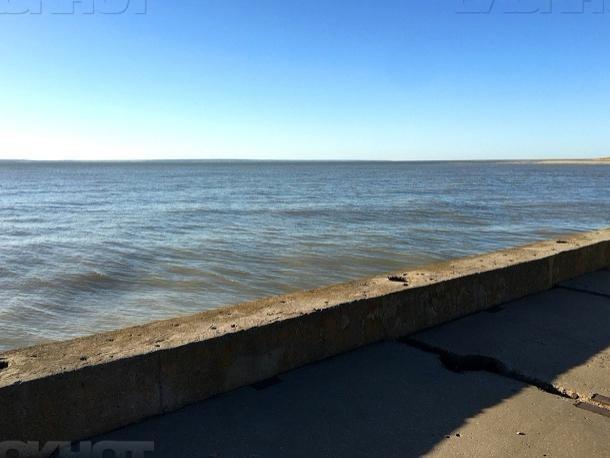 Сброс воды через гидроузел уменьшили еще, уровень воды в Цимлянском водохранилище снижен