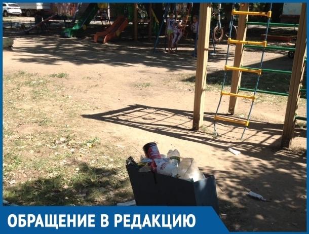 Наши дети играют в свинарнике, - жители Волгодонска возмущены грязью на детской площадке