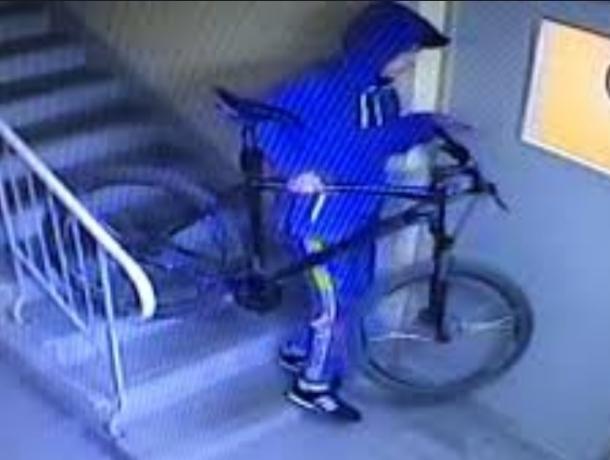 Дорогой велосипед в подъезде дома стал добычей дерзкого вора в Волгодонске