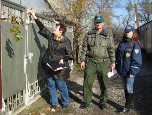 Люди в форме рассказали дачникам Волгодонска, как могут сгореть их домики