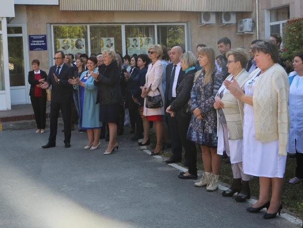 Врачей Волгодонска поздравили с профессиональным праздником
