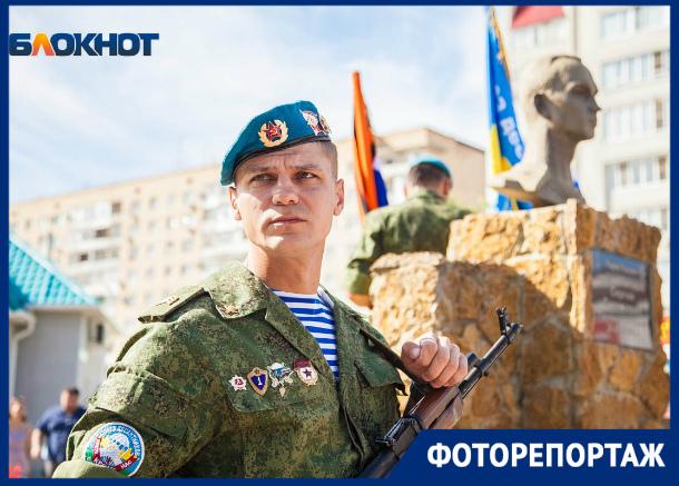 «Крылатая пехота» Волгодонска начала отмечать праздник с автопробега и возложения цветов