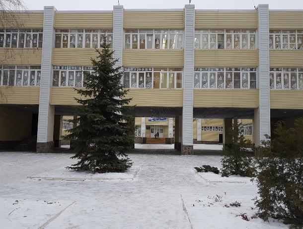 В школах и садах Волгодонска продолжается работа по замене окон и дверей