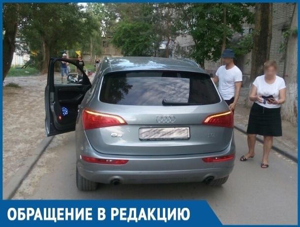 Вы тут никто, а у меня связи, - женщина на Audi Q5 сбила молодого парня во дворе Волгодонска