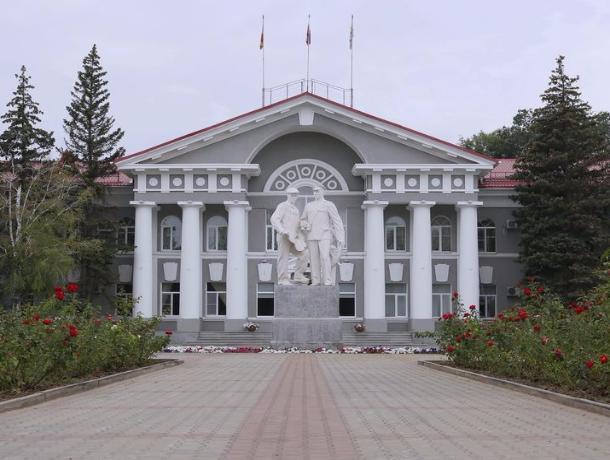В администрации Волгодонска появился выпускник высшего летного училища