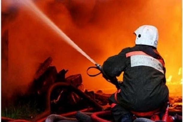В Волгодонском районе загорелась хозпостройка