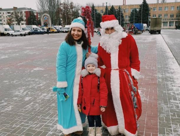 Представили молодежного парламента устроили для волгодонцев новогоднюю акцию