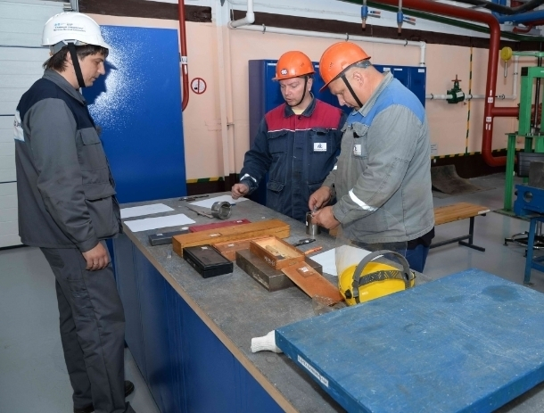 В Волгодонске определили лучших слесарей по ремонту реакторно-турбинного оборудования
